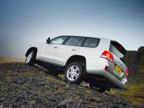 Toyota Land Cruiser (J200) review, specs, problems