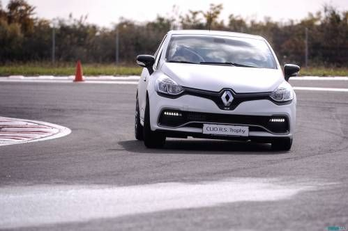 Renault Clio RS 220 EDC Trophy Test Drive. Le coeur bat plus vite
