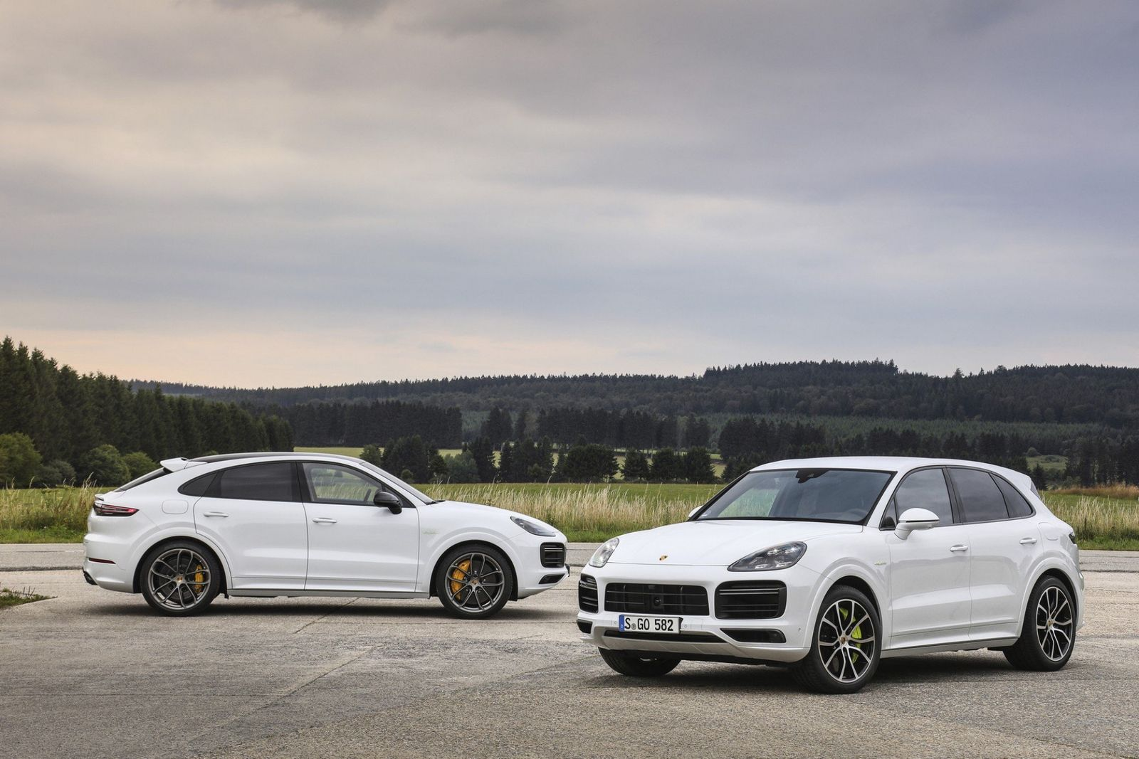 New Porsche Cayenne Turbo S E-Hybrid has 670 horsepower, hits sixty in 3.6 seconds