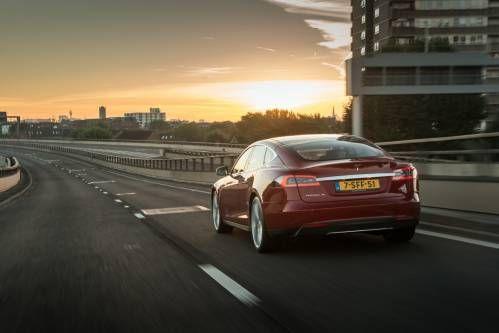 Tesla (Finally) Enhances Autopilot 8.0 To Rely More on Radar