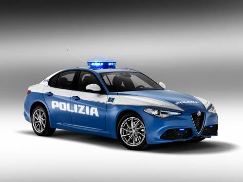 The Alfa Romeo Giulia Veloce Q4 Starts Working for the Italian Police