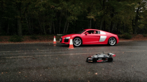 Audi R8 Battles its Radio Controlled GT3 Version in a Drag Race