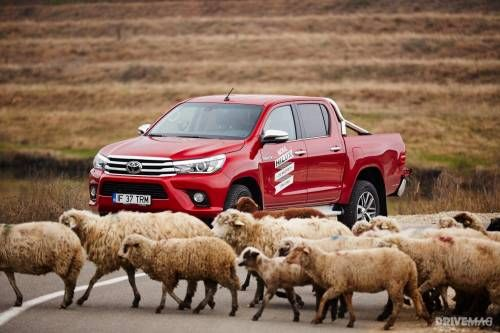 2016 Toyota Hilux 2.4 D-4D 6AT 4x4 Invincible Test Drive - The AK-47 of Pickups