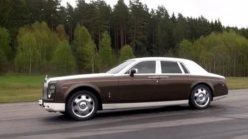 Watch a Toyota GT86 Challenging a Rolls-Royce Phantom on a Track