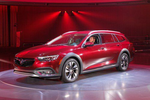 2018 Buick Regal and Regal TourX official pictures and specs