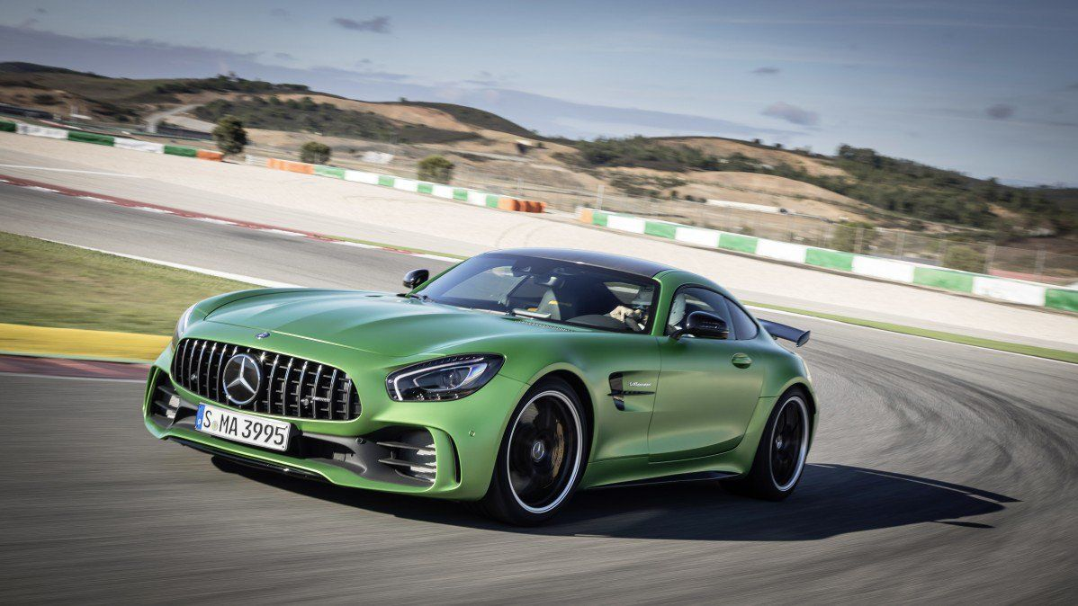 Top 5 Fastest Cars >> Mercedes Benz Pulls A Porsche With Top 5 Fastest Cars Video