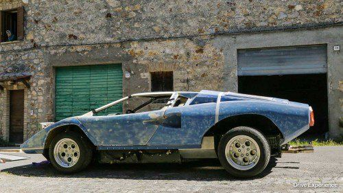 This guy is building a Lamborghini Countach replica and it's awesome