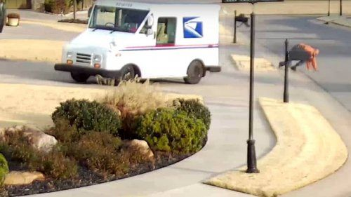 US-Postal-driver-falls-off-delivery-truck-0