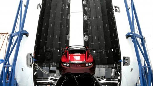 Tesla Roadster in space 01