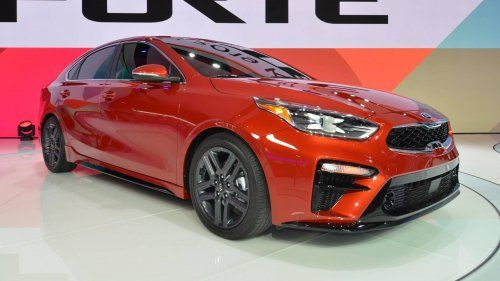 2019-Kia-Forte-sedan-at-2018-Detroit-Auto-Show-0