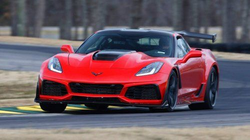 2019-Chevrolet-Corvette-ZR1-coupe-0