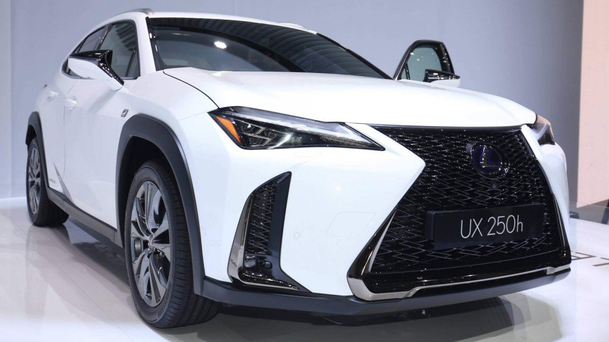 All New 2018 Lexus Ux Compact Crossover Brings Hybrid And Turbo Quirky Looks