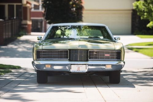 1970-Ford-LTD-Brougham-Hardtop-Sedan-2