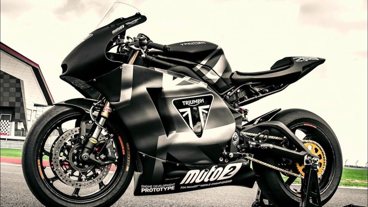 The Street Legal Moto2 Make Room For The New Triumph Daytona 765